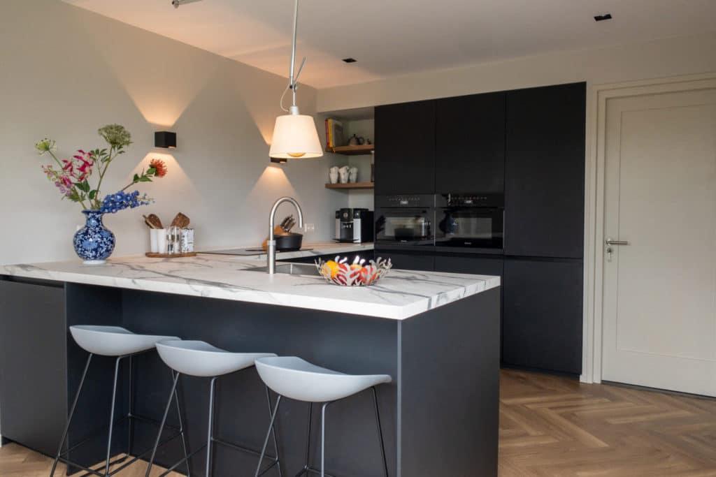 keukenwand zwart
